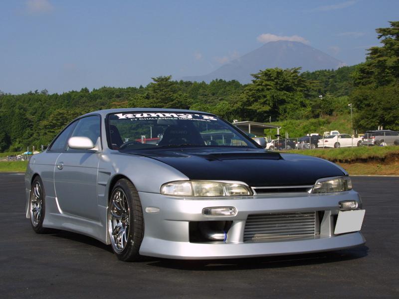 商品名: エアロパーツ 3点セット セット内容: フロントバンパースポイラー、サイドステップ(左右)、リアバンパースポイラー 材質: FRP製 適合車種: S14 Silvia (前期) 価格: ¥86,40 […]