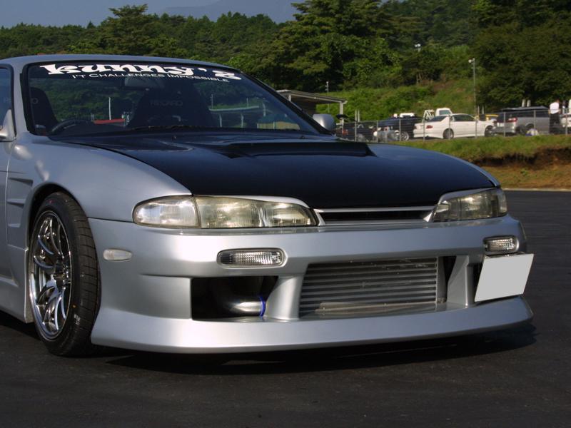商品名: フロントバンパースポイラー 材質: FRP製 適合車種: S14 Silvia (前期) 価格: ¥29,800(税抜) 個  ご注意 FRP製パーツは白ゲルコートでの出荷になります。表記の価格には […]