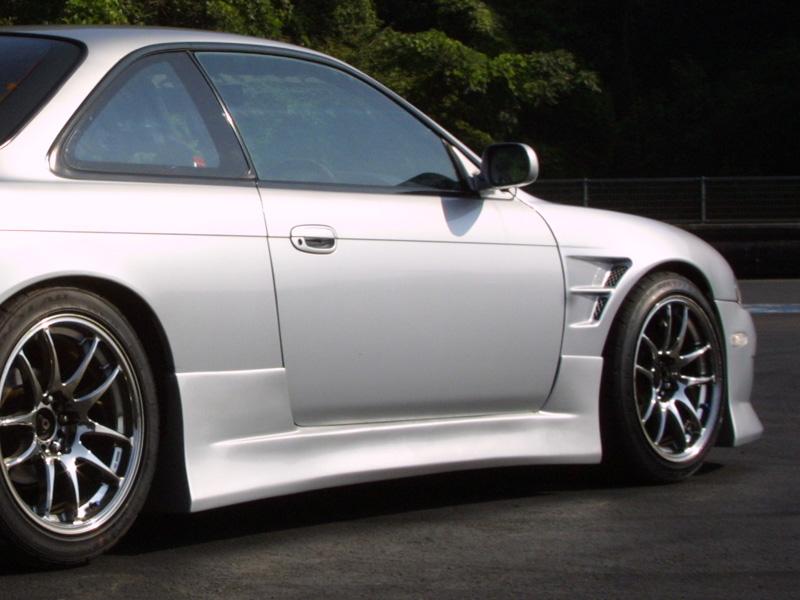 商品名: サイドステップ 左右セット 材質: FRP製 適合車種: S14 Silvia (前期) 価格: 左右セット ¥32,184(税込) 個  ご注意 FRP製パーツは白ゲルコートでの出荷になります。表 […]